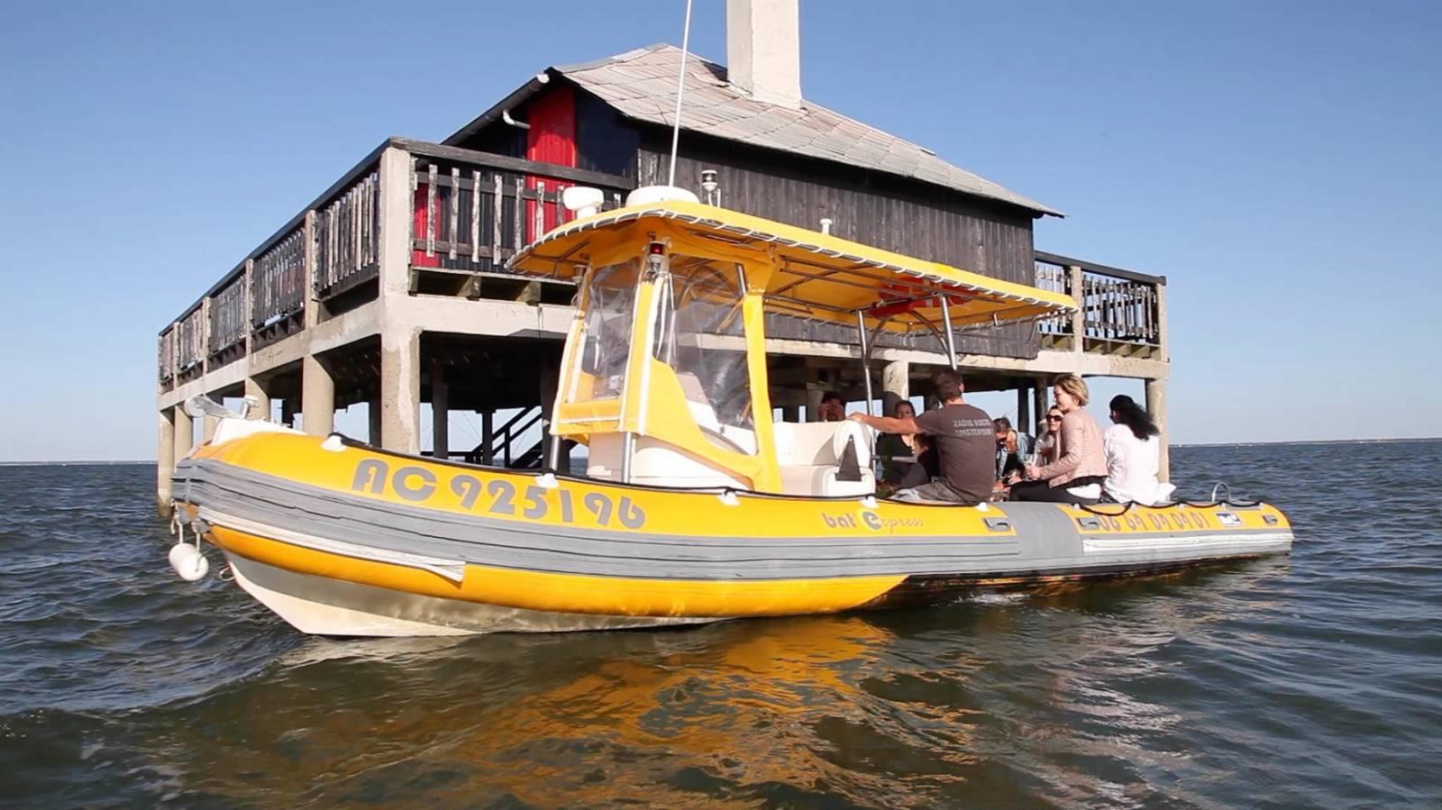 balade en bateau priv entre amis sur le bassin d 39 arcachon bat express. Black Bedroom Furniture Sets. Home Design Ideas
